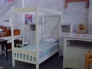 Country Plantation Single Four Poster Bed Also