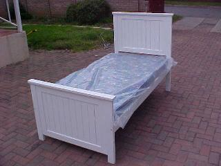 Country Panel Single Bed