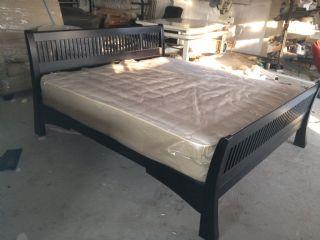 Saligna Sleigh Bed