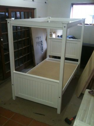 County Panel 4 Poster bed with High foot board.